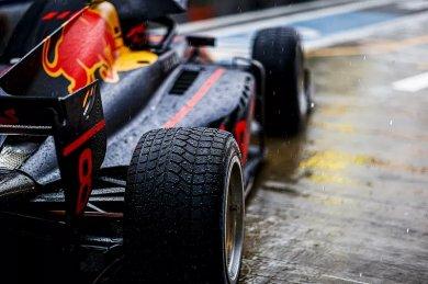 Sochi F2 sprint yarışı, yağmur nede...