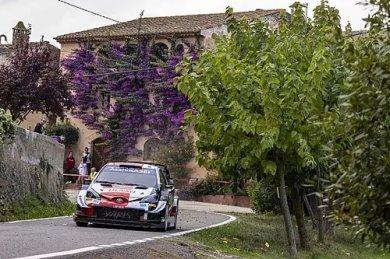 WRC şampiyona lideri Ogier trafik c...