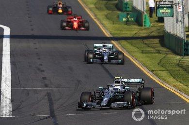 Hamilton, Melbourne'de lastiklerini korumak için yavaş gitmiş